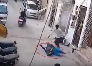 بالفيديو| كلب شرس ينقض على طفل بوحشية