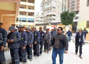 عمال النظافة يتوافدون على لجنة المغتربين بالإسكندرية