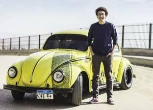 الكتابة على السيارات.. موهبة مدفونة فى «تجارة إنجليزى»