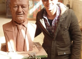 """طلب مقابلته.. صاحب تمثال حسن حسني يكشف لـ""""لوطن"""" تفاصيل مكالمة الفنان"""