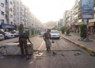 صور| يمنيون يغلقون شوارع عدن احتجاجا على الأوضاع الاقتصادية المتردية