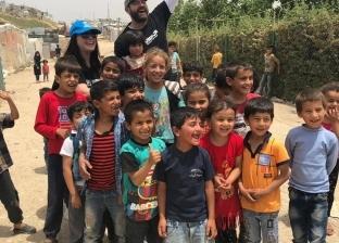بالصور| عمرو يوسف وكندة علوش في زيارة لمخيم اللاجئين السوريين في لبنان