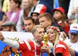 القبلات الحارة تتوج مدرجات مونديال روسيا