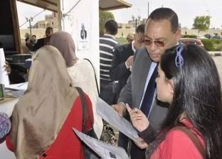 رئيس جامعة قناة السويس يغلق كشك تصوير لعدم التزامه بالأسعار