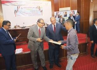 سعفان يسلم 31 عقد عمل لذوي الاحتياجات الخاصة في البحر الأحمر