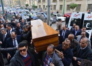 أداء صلاة الجنازة على الكاتب الصحفي إبراهيم سعدة في «عمر مكرم»