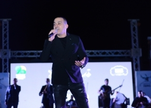 """بالصور  """"دياب"""" يحيي حفلا غنائيا بإحدى الخيم الرمضانية بالتجمع الخامس"""