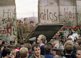 بعد 30 عاما على سقوط جدار برلين.. جدران جديدة تشيّد لمواجهة العولمة