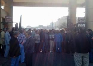 استمرار اعتصام عمال الشركة الوطنية للذرة بالعاشر للمطالبة بإقالة رئيس مجلس الإدارة