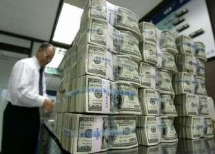 """17.99 جنيه.. الدولار يسجل أعلى سعر في """"أبوظبي"""" و""""العقاري العربي"""""""
