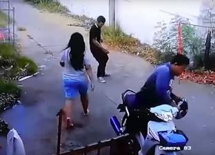 بالفيديو| رد فعل غير متوقع من امرأة عاد زوجها مخمورا