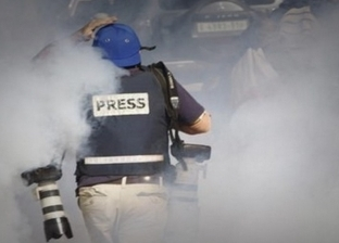 بالفيديو| الاحتلال يهاجم مسيرة لصحفيين فلسطينيين بالقنابل شمال القدس