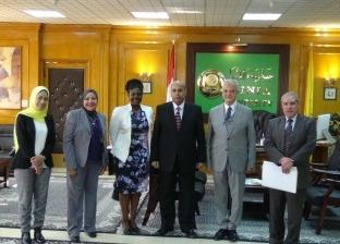 وفد السفارة الأمريكية يعرض الفرص المتاحة للبعثات العلمية بجامعة المنيا
