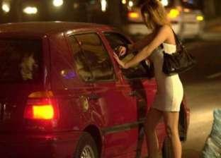 الساعة بألف جنيه.. ضبط فتاتين تمارسان الدعارة في سيارات الزبائن بزايد