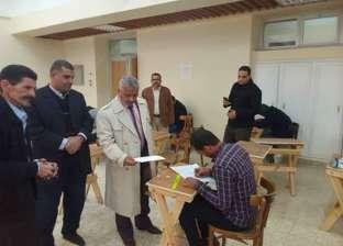 نائب رئيس جامعة الأزهر لوجه قبلي يتفقد لجان الامتحانات بكلية التربية