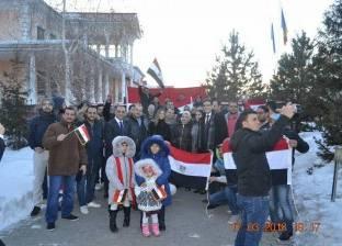 سفارة مصر بموسكو: رجال أعمال مصريين نقلوا أبناء الجالية لمقر التصويت
