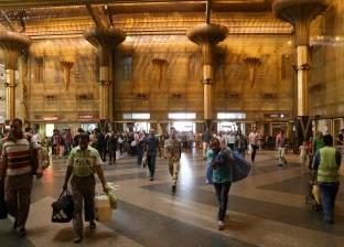 أزمات فى السفر: طوابير على شبابيك تذاكر السكة الحديد وزحام وزيادة أسعار فى مواقف الأوتوبيسات والميكروباص