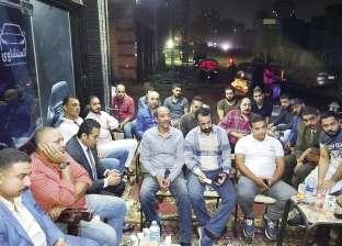 """صالون ثقافي لأهالي إمبابة في """"قهوة"""" أو محل بقالة.. وأحيانا في سوق"""