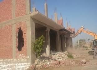حملة لإزالة مبنى مخالف وكشك بأرض اللواء