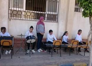 في أول يوم دراسي.. محافظ دمياط تتفقد عددا من المدارس