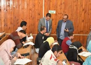 بالصور| محافظ أسيوط يتفقد لجان امتحانات المتقدمين لوظائف شركة مياه الشرب