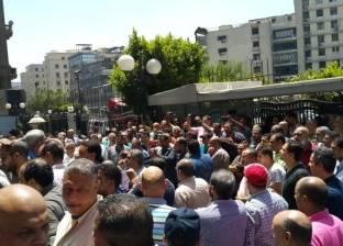 مقاولون ينظمون وقفة احتجاجية ضد شركة مختار إبراهيم بسبب مستحقاتهم