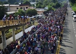 بالفيديو| آلاف المهاجرين يبدأون الزحف نحو الحدود الأمريكية