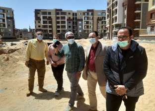 مسؤولو «الإسكان» يتفقدون سير العمل بمشروعات مدينة الشروق