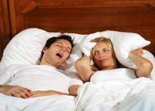 """6 طرق للتخلص من الشخير.. منها تغيير وضعية النوم واستخدام """"مبسم """""""