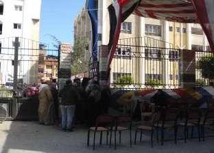 كبار السن والشباب يتوافدون على لجنة المنطقة الأزهرية في دمياط