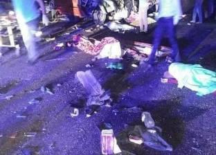 """مصرع شخصين من محافظة سوهاج على """"صحراوي قنا"""" في انقلاب سيارة"""