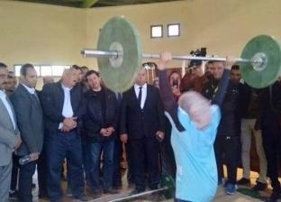 وزير الشباب يزور الصالة المغطاة بمدينة الخارجة