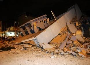 رجال الإنقاذ في الإكوادور يسابقون الزمن للعثور على ناجين جراء الزلزال
