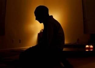 بالفيديو| إمام مسجد يدعو في الصلاة لجيرانه المتوفين بأسمائهم جميعا