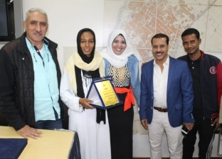 """ميدان الجنوب تمنح جائزة """"الصحافة الإنسانية"""" لصاحب صورة فتاة التروسيكل"""