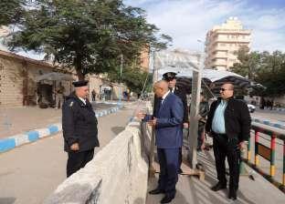 مدير أمن مطروح يتفقد تأمين الكنائس ويراجع البوابات الإلكترونية