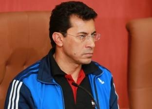 وزير الشباب والرياضة يعد بحل مشكلة بطل عالم سابق يعمل بائعا للكشري