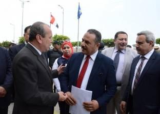 بتكلفة 2 مليون جنيه.. محافظ دمياط يسلم 9 سيارات ربع نقل للشباب