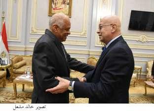 مصادر: رئيس الوزراء يزور البرلمان ويصطحب أبو بكر الجندي