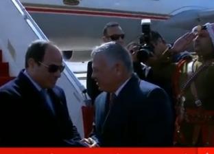 بالصور| الملك عبدالله الثاني يستقبل الرئيس السيسي في مطار عمان
