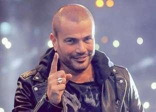 """فيديو.. عمرو دياب يغني مقطعا من أغنيته الجديدة """"قدام مرايتها"""""""