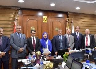 رئيس جامعة بني سويف يكرم أستاذين حاصلين على جائزة الدولة التشجيعية