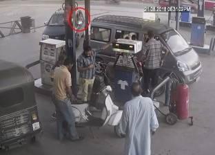 """فيديو من """"بنزينة"""" لقاتل طفلي الدقهلية أثناء اصطحابه لهما لتنفيذ جريمته"""