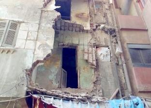 بالصور| إزالة عقار آيل للسقوط بعد انهيار جزء منه في كفر الشيخ