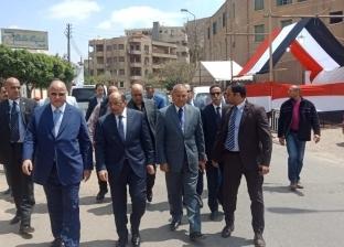 وزير التنمية المحلية ومحافظ القاهرة يتفقدان سير عملية الاستفتاء