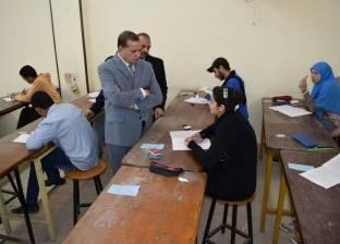 رئيس جامعة سوهاج يتفقد أعمال الامتحانات بكلية التعليم الصناعي