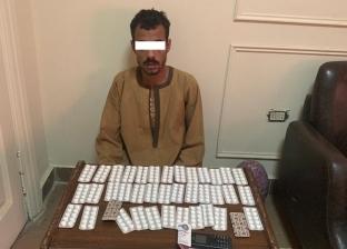 ضبط مسجل وعامل يتاجران في المخدرات بأسيوط