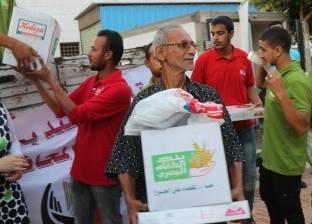 توزيع 200 كرتونة سلع و200 قطعة ملابس على أرامل وشباب الصيادين بالبرلس