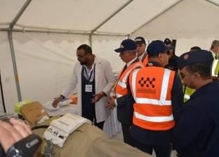 محافظ البحر الأحمر يستعرض معرض الأجهزة الطبية بمطار الغردقة