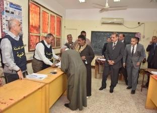 بالصور| محافظ أسيوط يتفقد لجان الاستفتاء بديروط